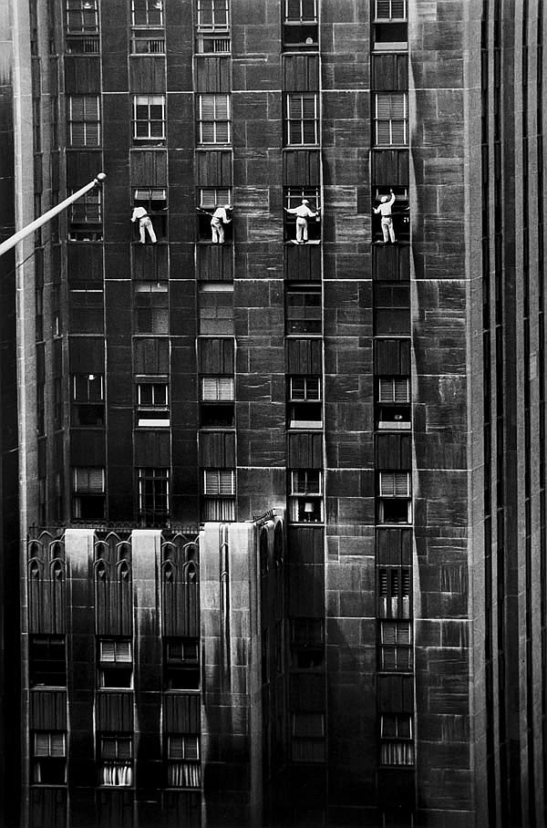 DDS Inge Morath (1923-2002). Window Washers, 48th