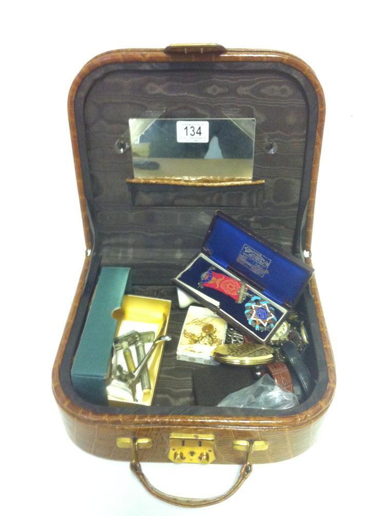 A vintage Gentlemans vanity case filled with vintage shaving