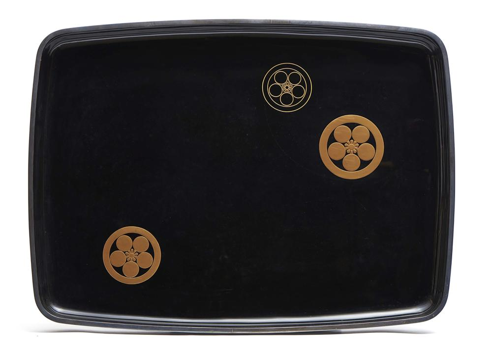 Large black lacquered hirobuta-tray with a silver rim decorated with three