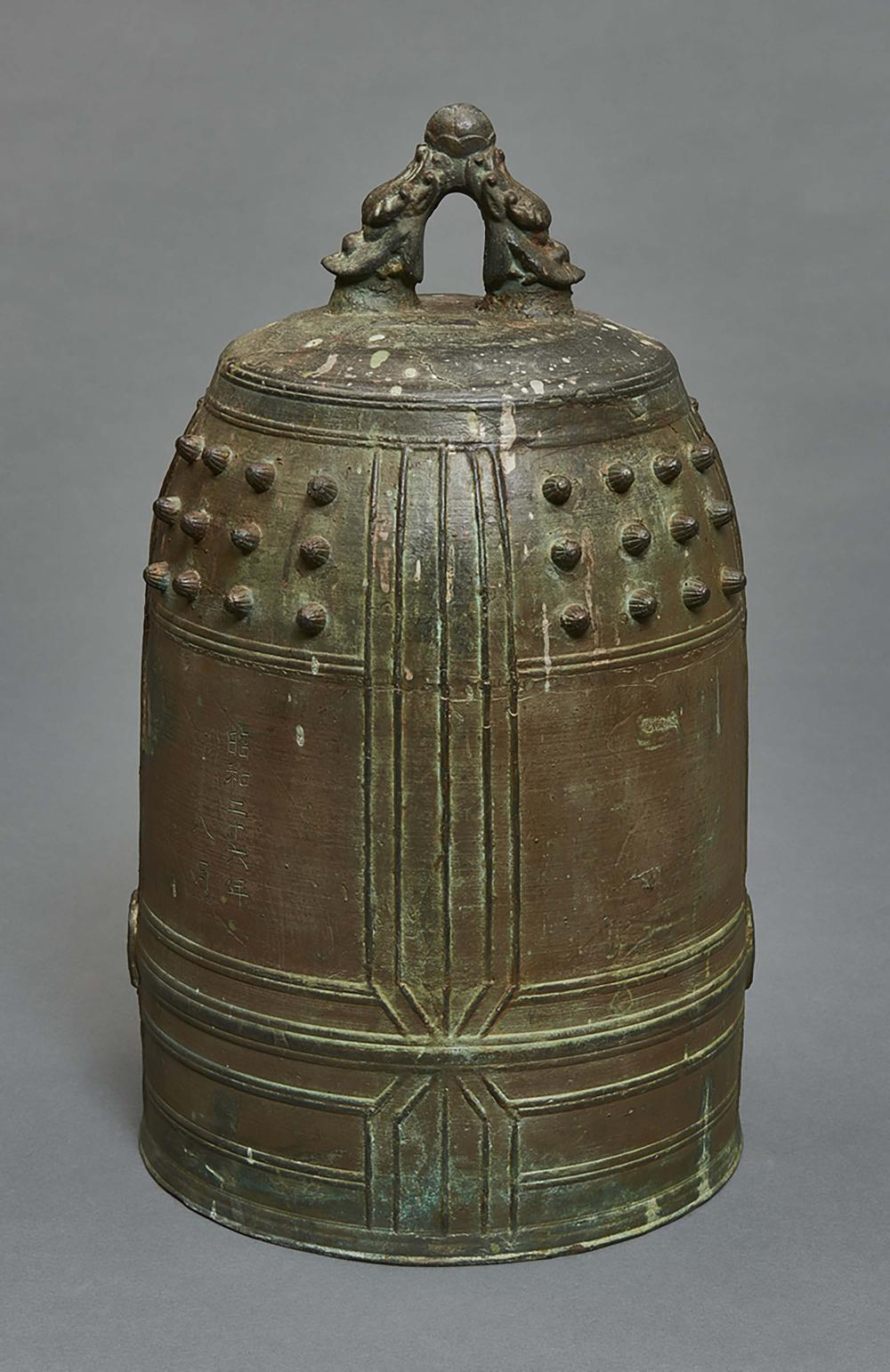 Large and heavy bronze temple bell (bonchō) with an inscription with the na