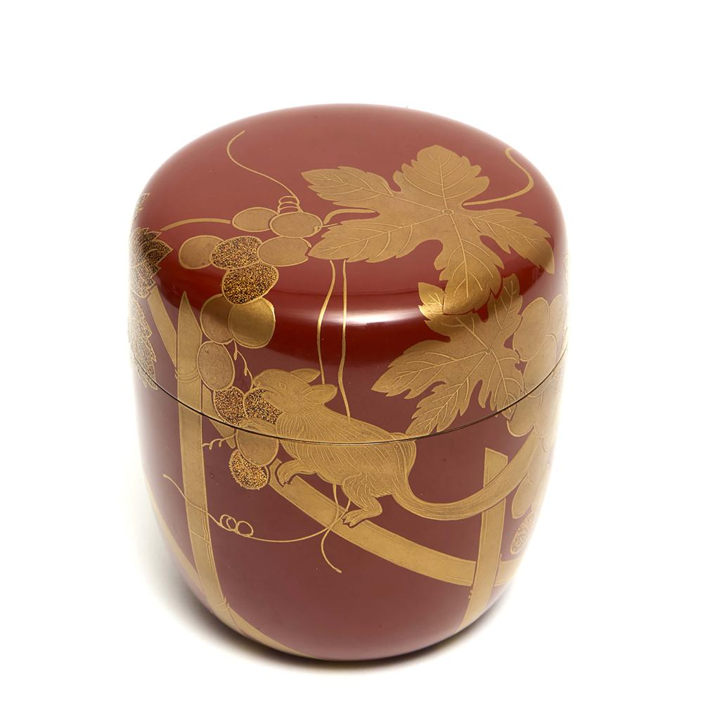Red-brown lacquered teacaddy (natsume) with a design of squirrel and grapes