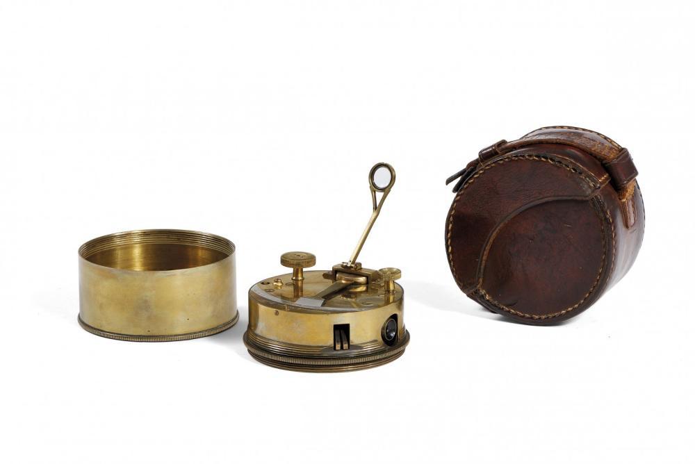 """TROUGHTON & SIMMS SESTANTE TASCABILE, 1910 CIRCA TROUGHTON & SIMMS """"BOX SEXTANT"""", 1910s"""