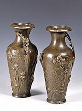 Coppia di vasi in metallo