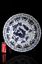 [CHINESE]QING DYNASTY STYLED BLUE AND WHITE PORCELAIN PLATE PAINTED WITH GRAPE FLOWER FIGURE W:9.50