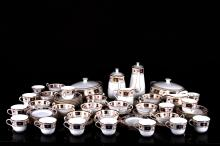 [BRITISH]A SET OF ROYAL CROWN BRITISH PORCELAIN TABLEWARE AND PLATE(70 PIECES) L:11.00
