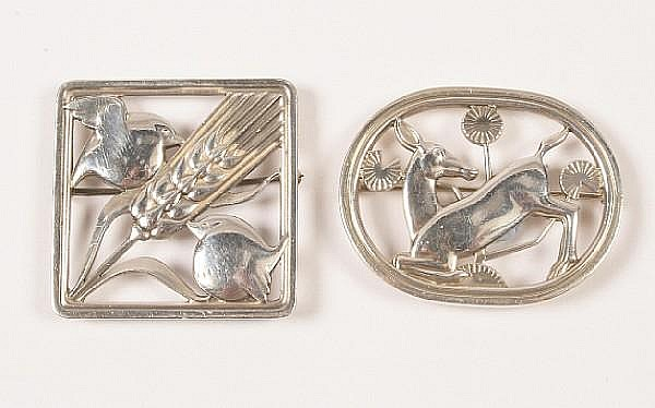 A Georg Jensen brooch designed by Arno Malinowski Numbered 256, with stamped marks and import marks for London, 1976,