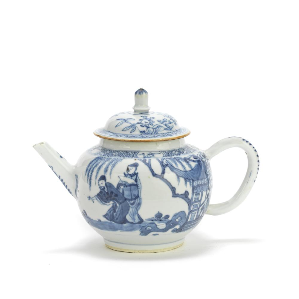 A BLUE AND WHITE TEAPOT AND ASSOCIATED COVER Kangxi (2)