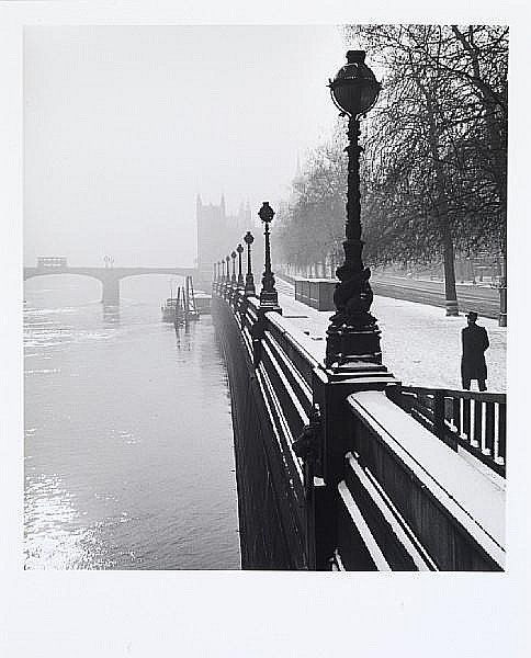 Wolfgang Suschitzky (British, born 1912) Embankment, London, 1947 Paper 50.6 x 40.5cm (19 7/8 x 16in), image 41.4 x 36.8cm (16 1/4 x 14 1/2in).