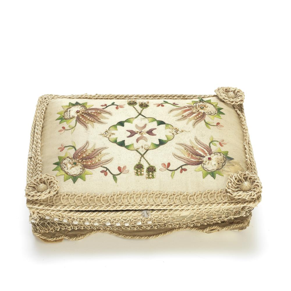 A Sewing Box with two beaded purses or money holders (3)