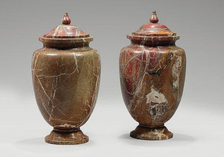 paire de grands vases couverts en marbre rouge de forme ovo. Black Bedroom Furniture Sets. Home Design Ideas