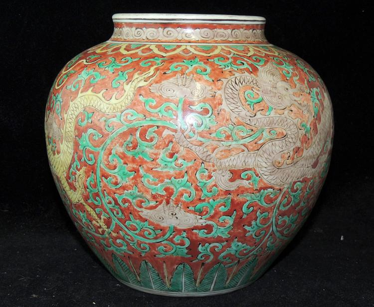 Chinese Porcelain Dragon-decorated Vase