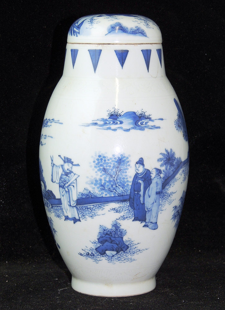 Chinese Porcelain Blue and White Covered Vase