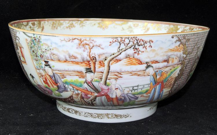 Chinese Export Famille Rose Center Bowl