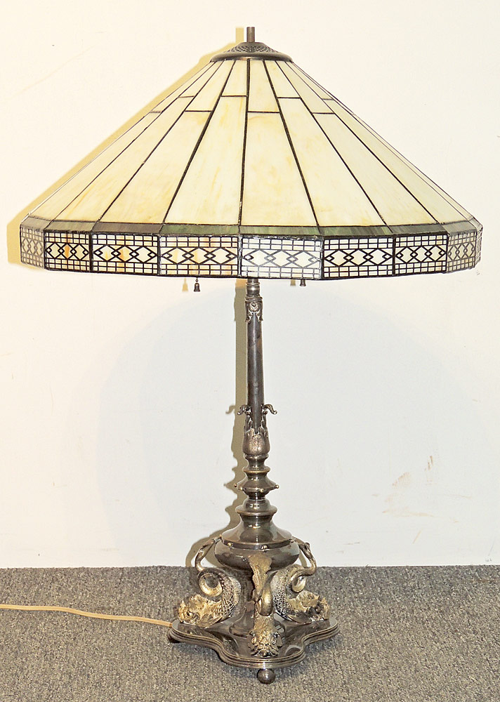 Leaded-glass Table Lamp