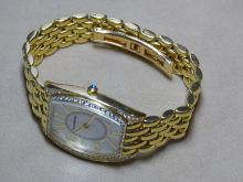 Man's Gold Tourneau Wrist Watch.