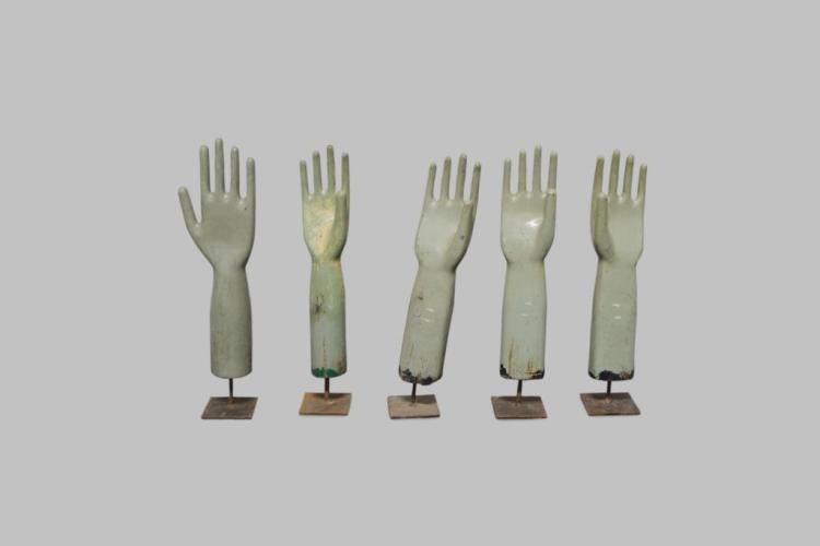 Wooden Glove Mold X-5 21 1/4