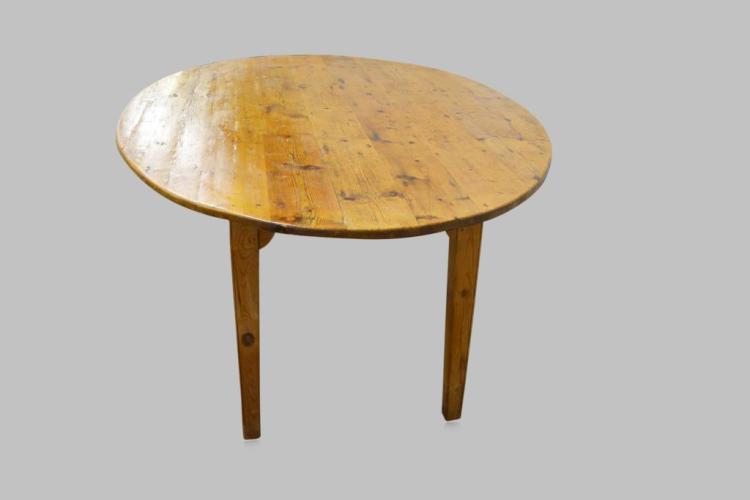 "Pine Oval Farm Table 30 1 2""H 83 1 2""L 53""W"