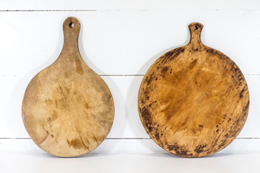 """2pc. Lot of Pa. Round Cutting Boards 22"""" x 19"""" / 24"""" x 16"""""""
