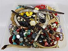 A Collection of Miscellaneous Costume Jewellery, i