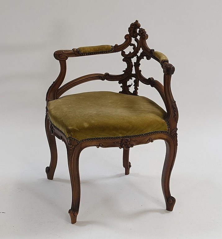French C.1920  Art Nouveau Carved Corner Chair