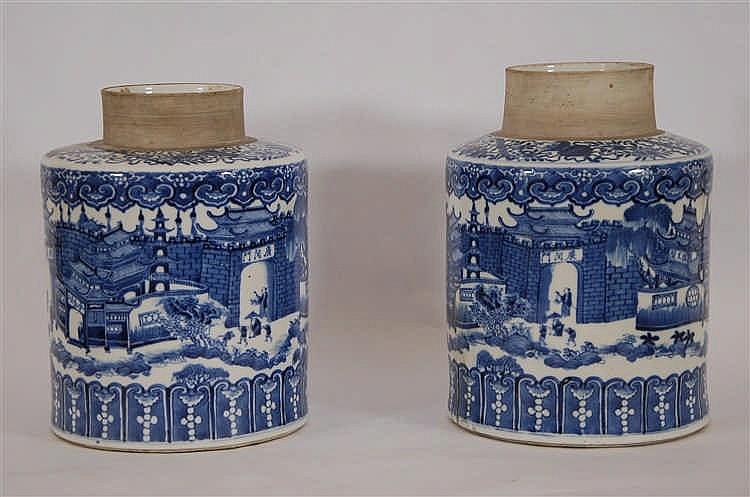Chine Paire de vases Décor bleu circulaire d'un palais. Chine, ma