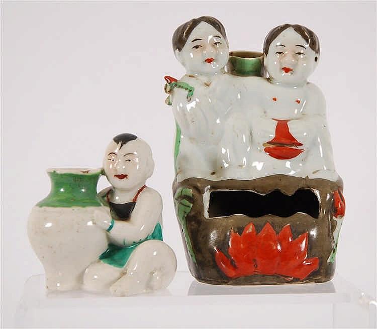Chine Deux porte-encens En forme de personnages. Décor polychrome
