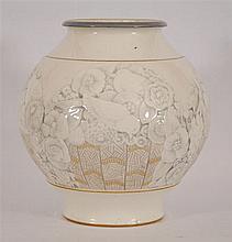 Vase boule Décor en relief à rehauts d'or d'arbustes fleuris et
