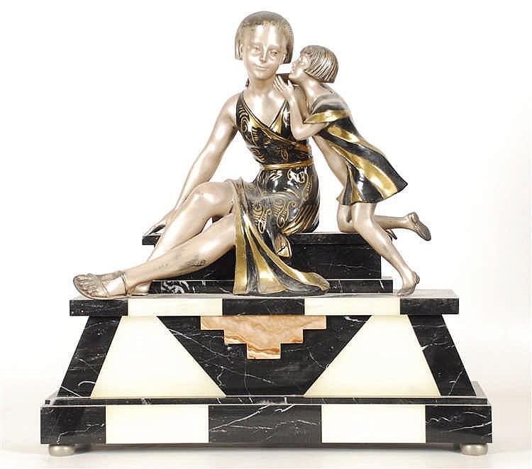 Mère et enfant Métal polychromé sur socle en marbre veiné.