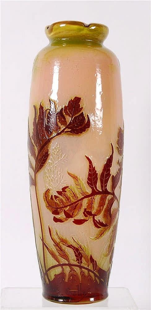 Gallé Vase à col pincé à chaud Verre dégradé de rose et triplé au