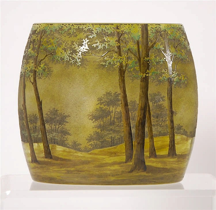 Vase de forme ovoïde Décor à l'acide d'arbres.  Marqué Daum Nanc