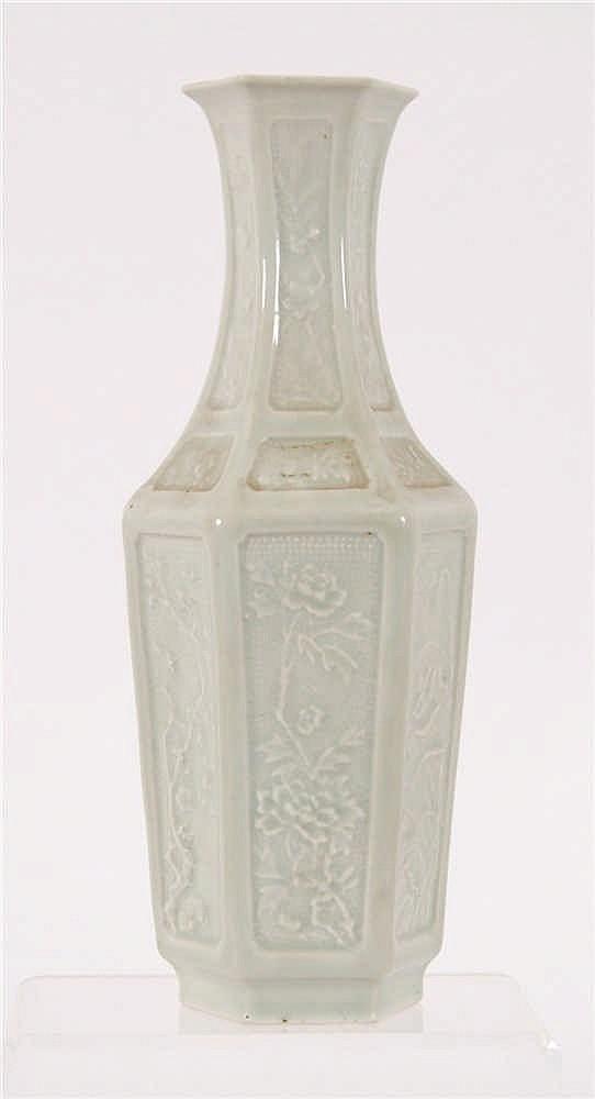 Chine Vase à section hexagonale Recouvert d'émaux céladon et à dé