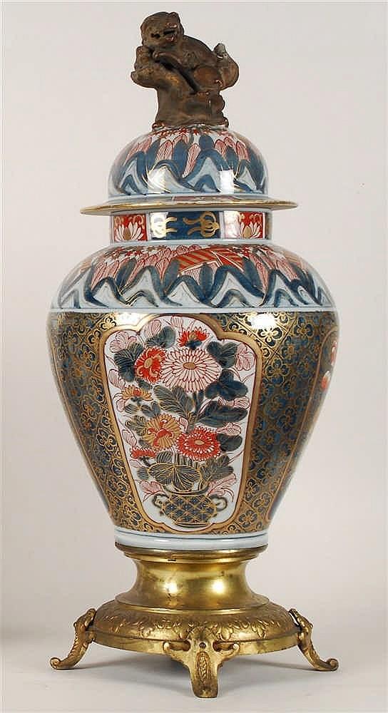 Chine Vase balustre couvert Décor rouge de fer et bleu à rehauts