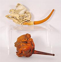 Deux pipes Représentant une bergère sur l'une et un personnage a