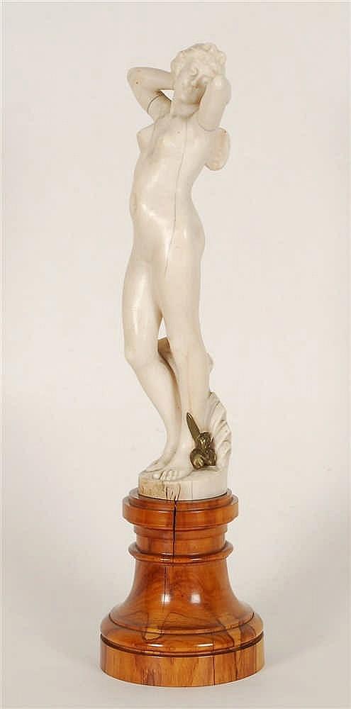 Alphonse van Beurden  (1854-1938) Nymphe Ivoire sculpté.