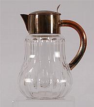 Carafe Métal argenté et cristal taillé. H. 27,5 cm.