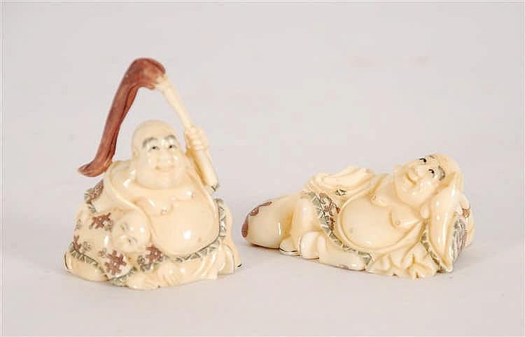 Deux netsukés Deux bouddhas. Ivoire sculpté et gravé. Travail ja
