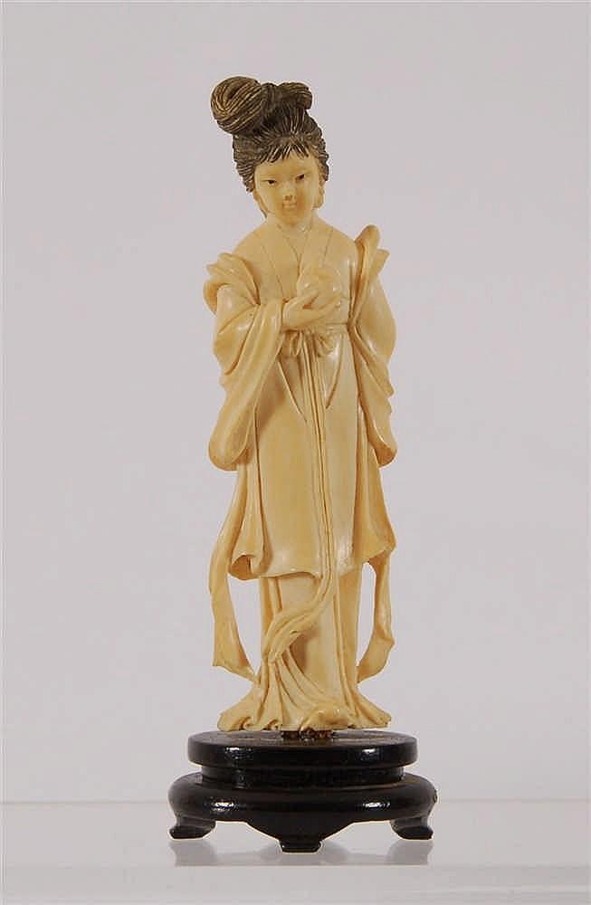 Chine Guanuin à la pêche Ivoire sculpté. Chine. H. 13,5 cm.