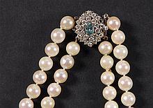 Collier A deux rangs de perles de culture.  Fermoir en or blanc