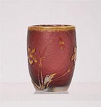Petit gobelet Verre aubergine gravé à l'acide de fleurs rehaussé