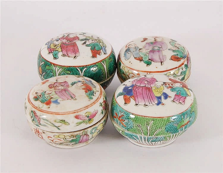 Chine Lot de quatre boîtes rondes Décor polychrome de personnages