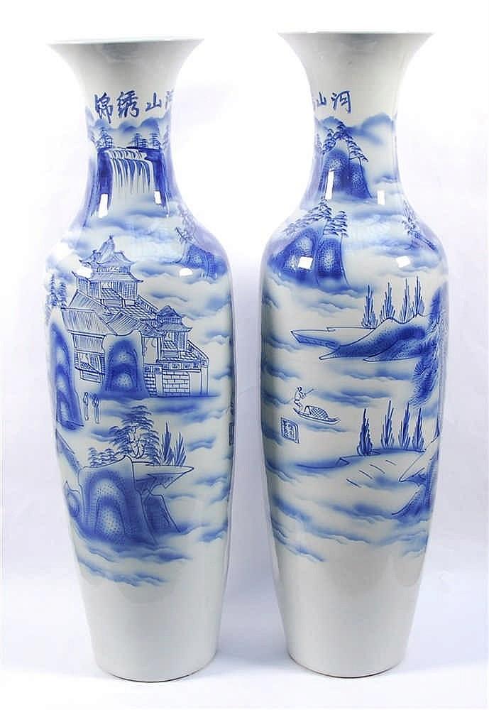 Chine Paire de vases Décor bleu d'un paysage fluvial. Chine (chev
