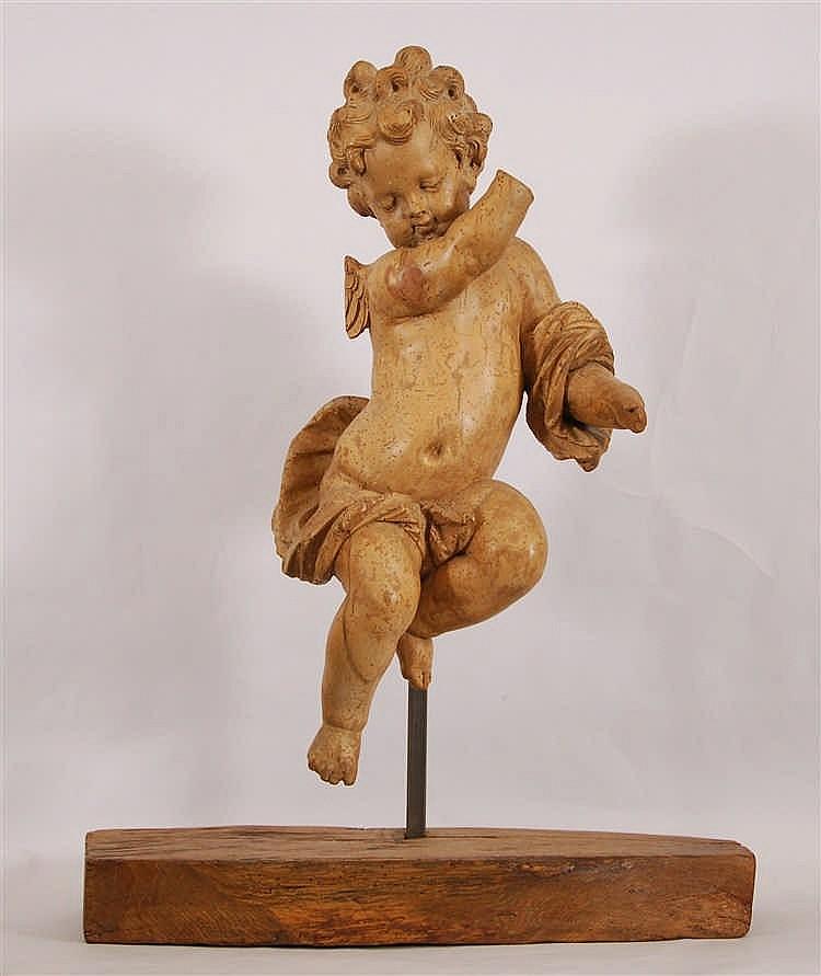 Angelot Bois sculpté et patiné. Travail liégeois, XVIIIe siècle.