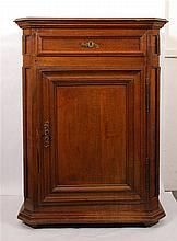 Confiturier Louis XIV Il ouvre par un tiroir et un vantail. Chên