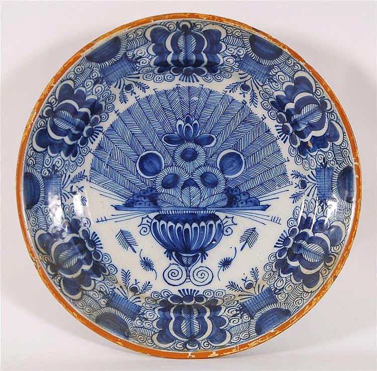 Plat  Décor bleu à l'éventail, filet jaune.  Delft, XVIIIe s