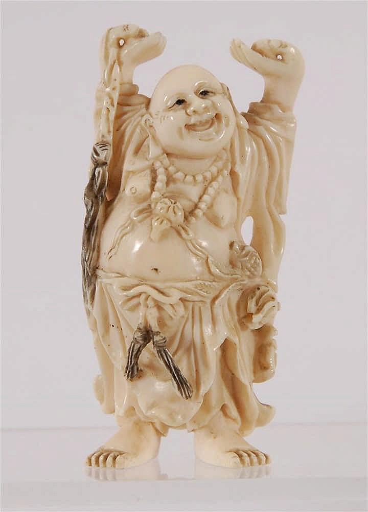 Chine Bouddha Ivoire sculpté. Chine. H. 10 cm.