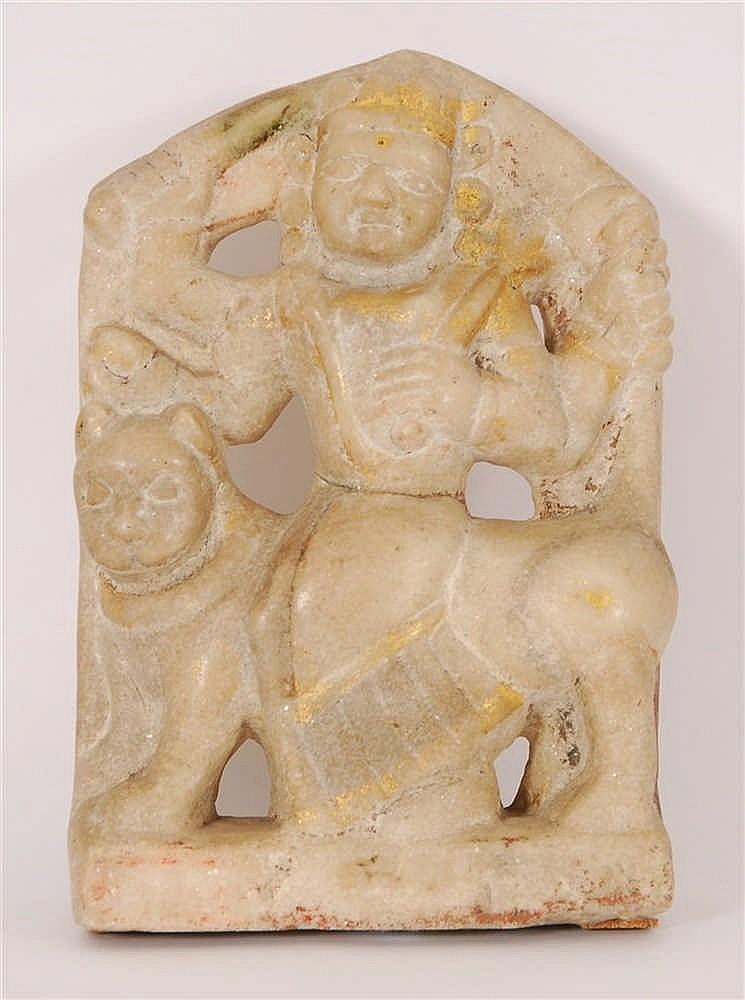 Durga au tigre Haut-relief en marbre. Traces de polychromie et d