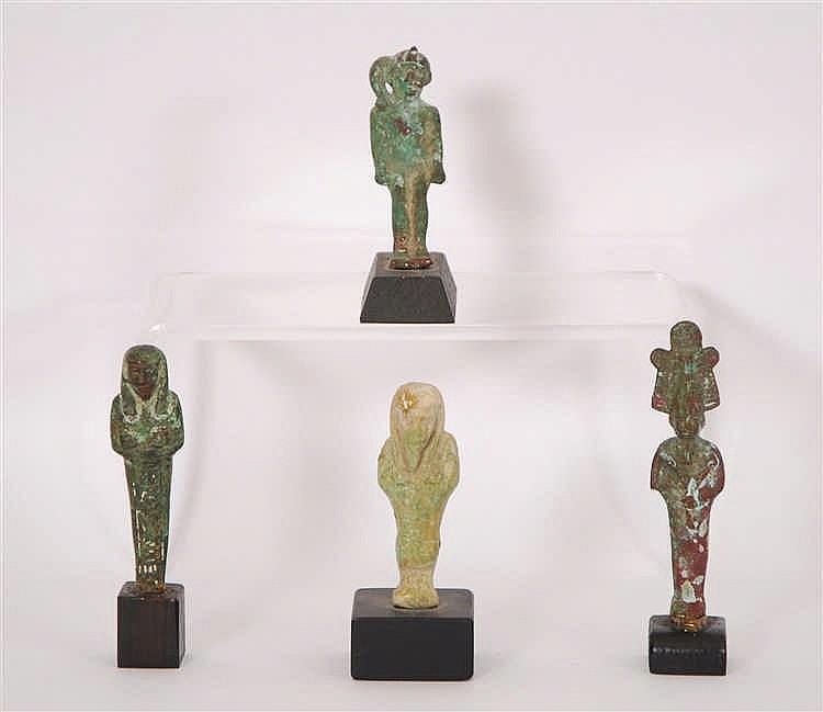 Lot de quatre figures égyptiennes Un ushabti et deux dieux égypt