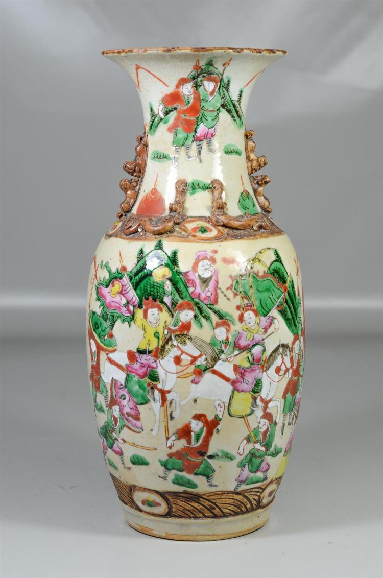 Chinese porcelain vase, battle scenes, foo dog handles & lizards, large chip to base, 17-1/2