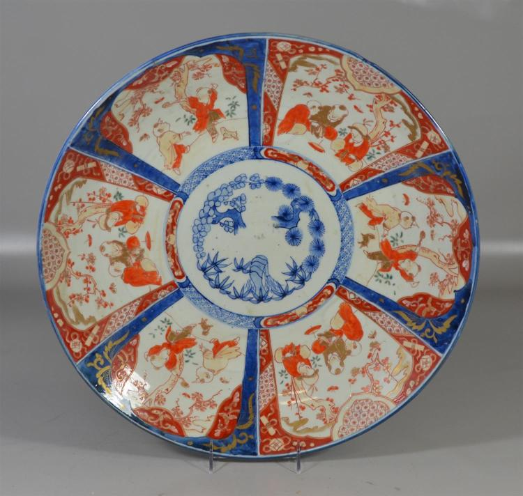 Large Japanese Imari charger with approximately 3 1/2