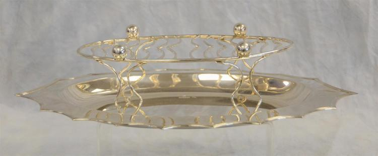 Oval scalloped sterling silver tray, Sheffield, 1910. 14 1/4